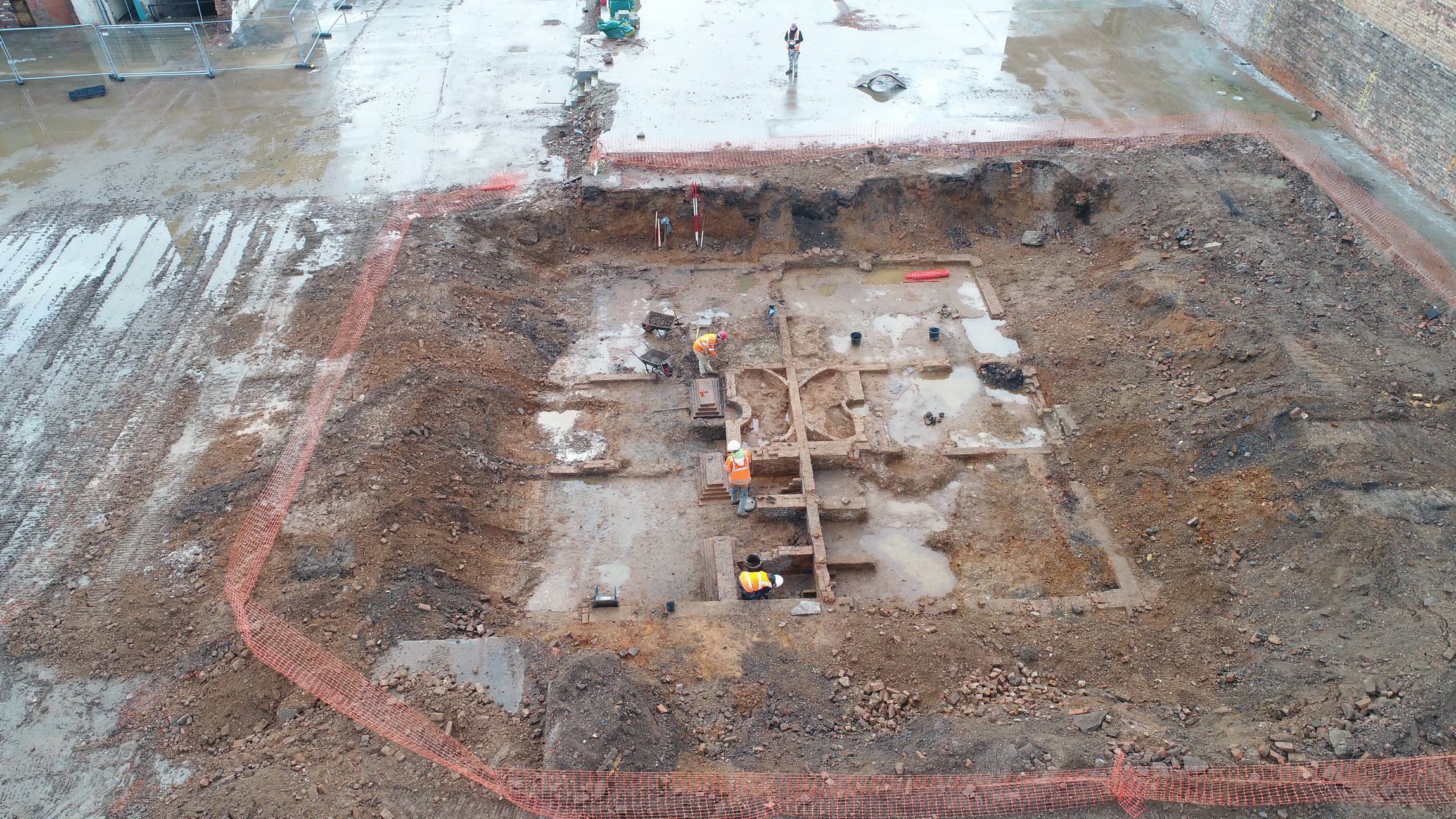 'James Watt Villa Aerial': An aerial shot clearly showing the large footprint of the villa. (Photo credit: Archaeology Warwickshire)